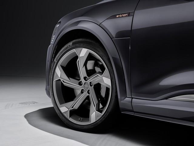 Audi améliore encore la gamme de produits e-tron : Recharge d'une puissance de 22 kW en courant alternatif, pour un plus grand confort de conduite A208479large