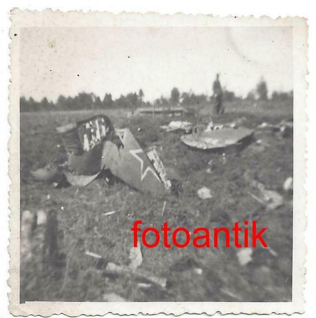 Foto-2-WK-Ostfront-Flugzeug-mit-Kennung