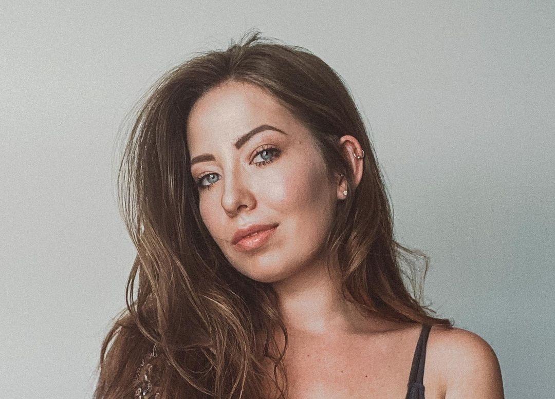 Alanna-Pearson-Wallpapers-Insta-Fit-Bio-9