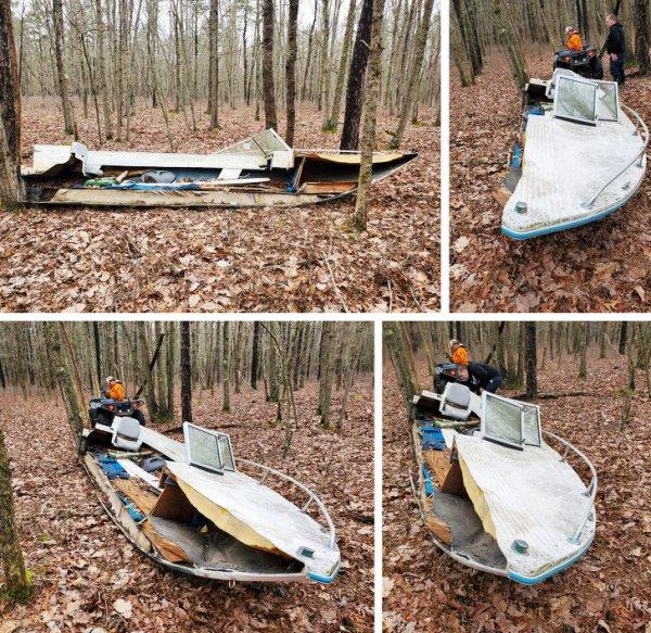 Старая лодка. В лесу.