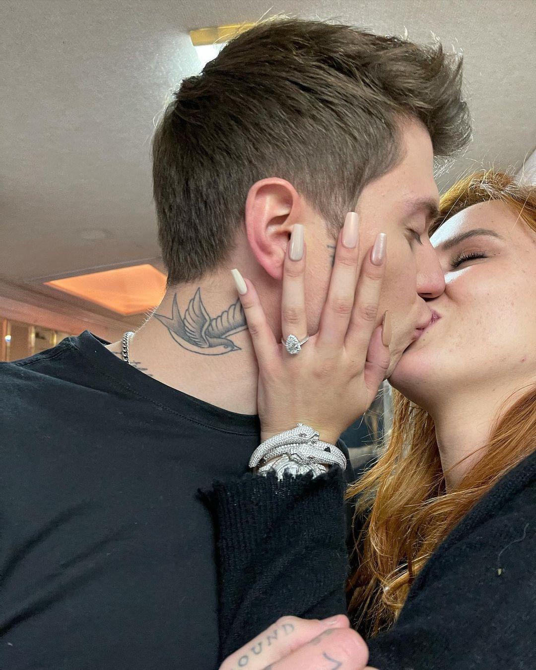 Bella Thorne e Benjamin si sposano: «Mi ha detto sì»