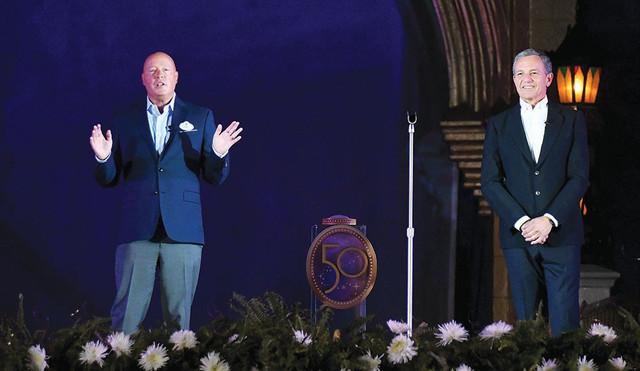 Bob Chapek nommé CEO de Disney, Bob Iger devient Executive Chairman - Page 2 ORLANDO-FLORIDA-SEPTEMBER-30-Bob-Chapek-L-Walt-Disney-Company-CEO-and-Bob-Iger-Executive-Chairman-of