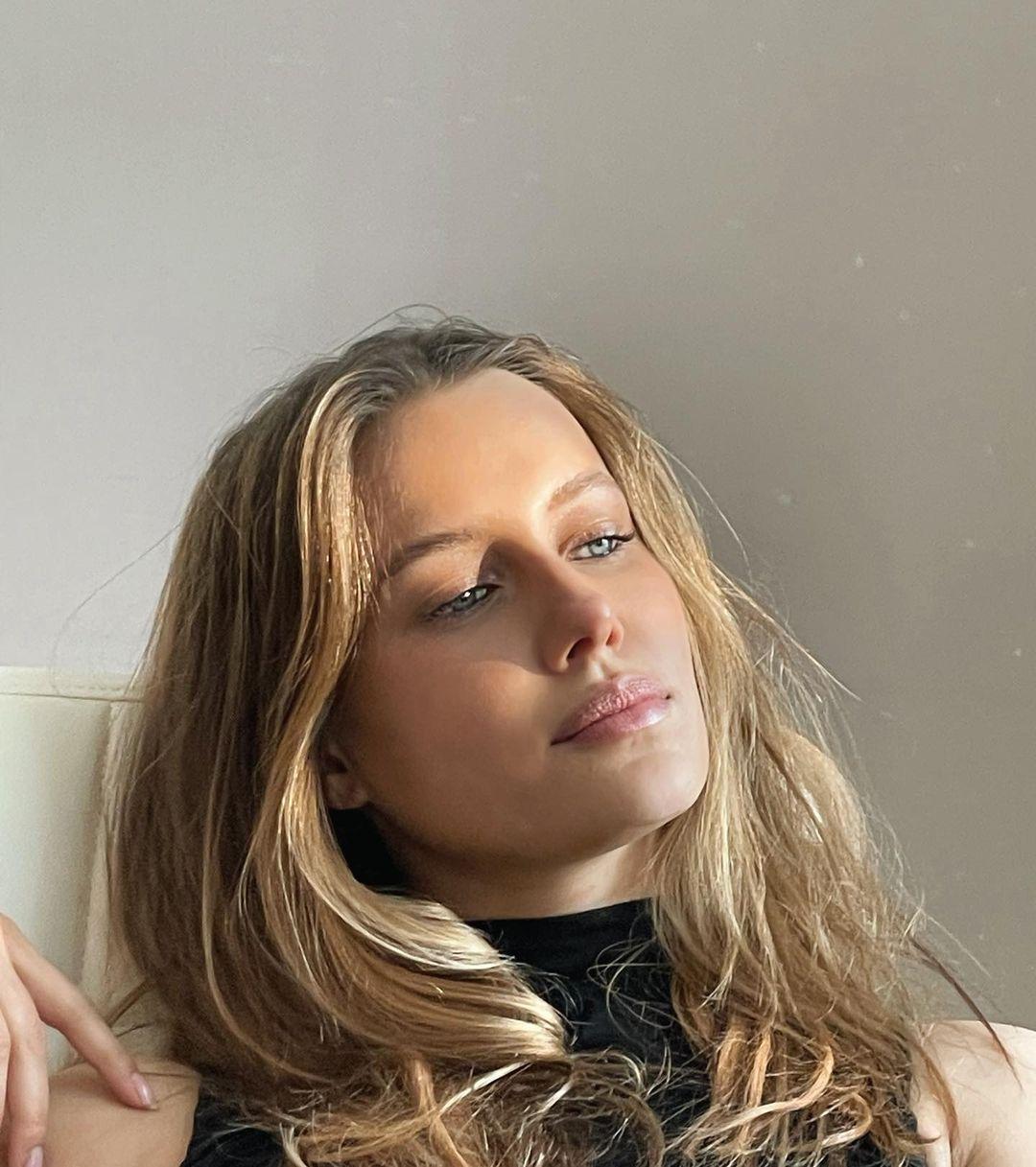 Nicole-Poturalski-Wallpapers-Insta-Fit-Bio-5