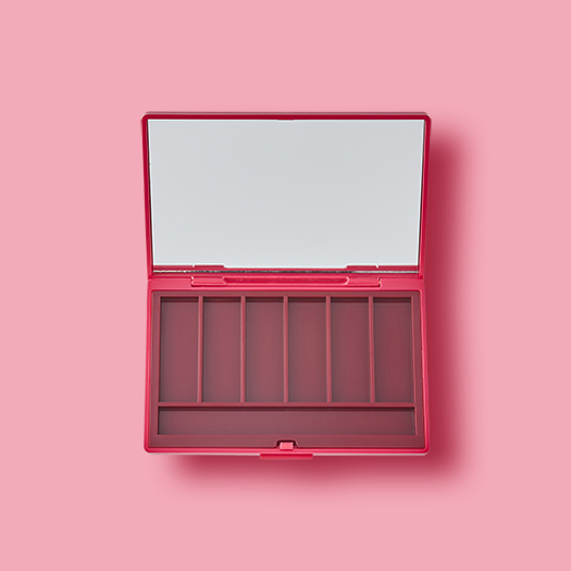 Rectangle shape 6 hole palette with space of applicator.