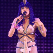 Miley-Cyrus-wearing-a-purple-wig-on-stage-e1497303194886-768x1004