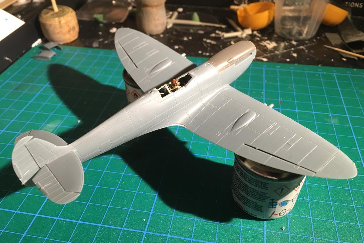 Spitfire Mk IX - Eduard 1:72 - Page 2 IMG-1558