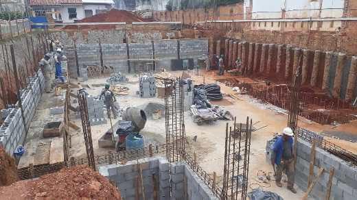 Funcionários trabalhando em fase inicial da nova Residência São Paulo
