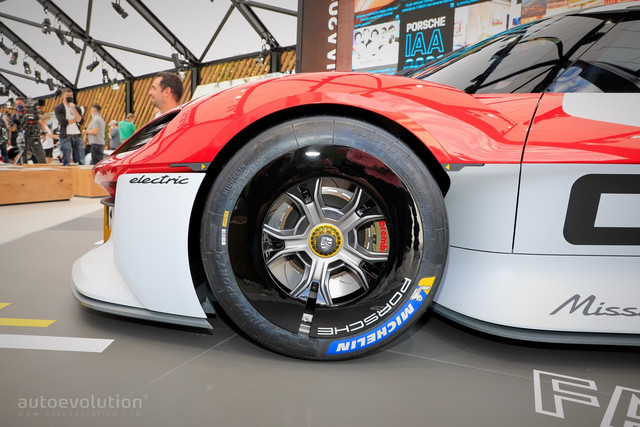 2021 - [Porsche] Mission R - Page 2 025-BD6-B4-6-B05-4900-ABDB-6711-EF07-B2-BC