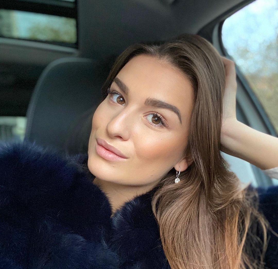 Dominika-Vinsova-Wallpapers-Insta-Fit-Bio-11