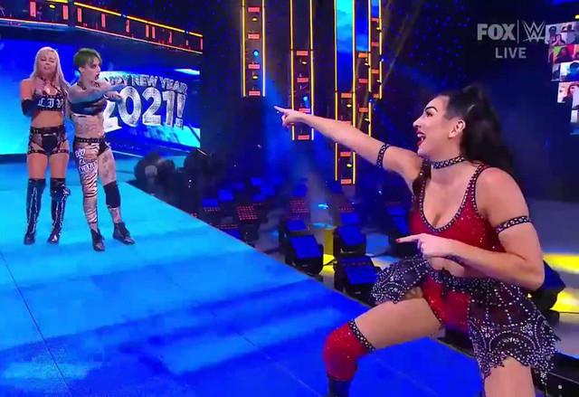 Ruby Riott y Liv Morgan derrotaron a Natalya y Tamina con ayuda de Billie Kay