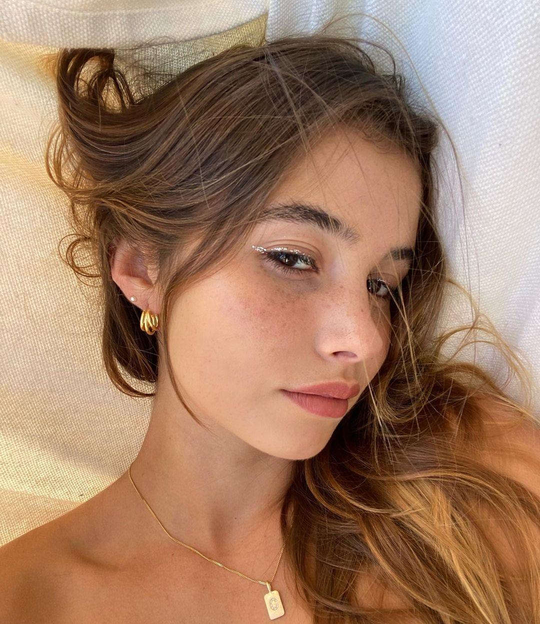 Emilia-Merkell-Wallpapers-Insta-Fit-Bio-1