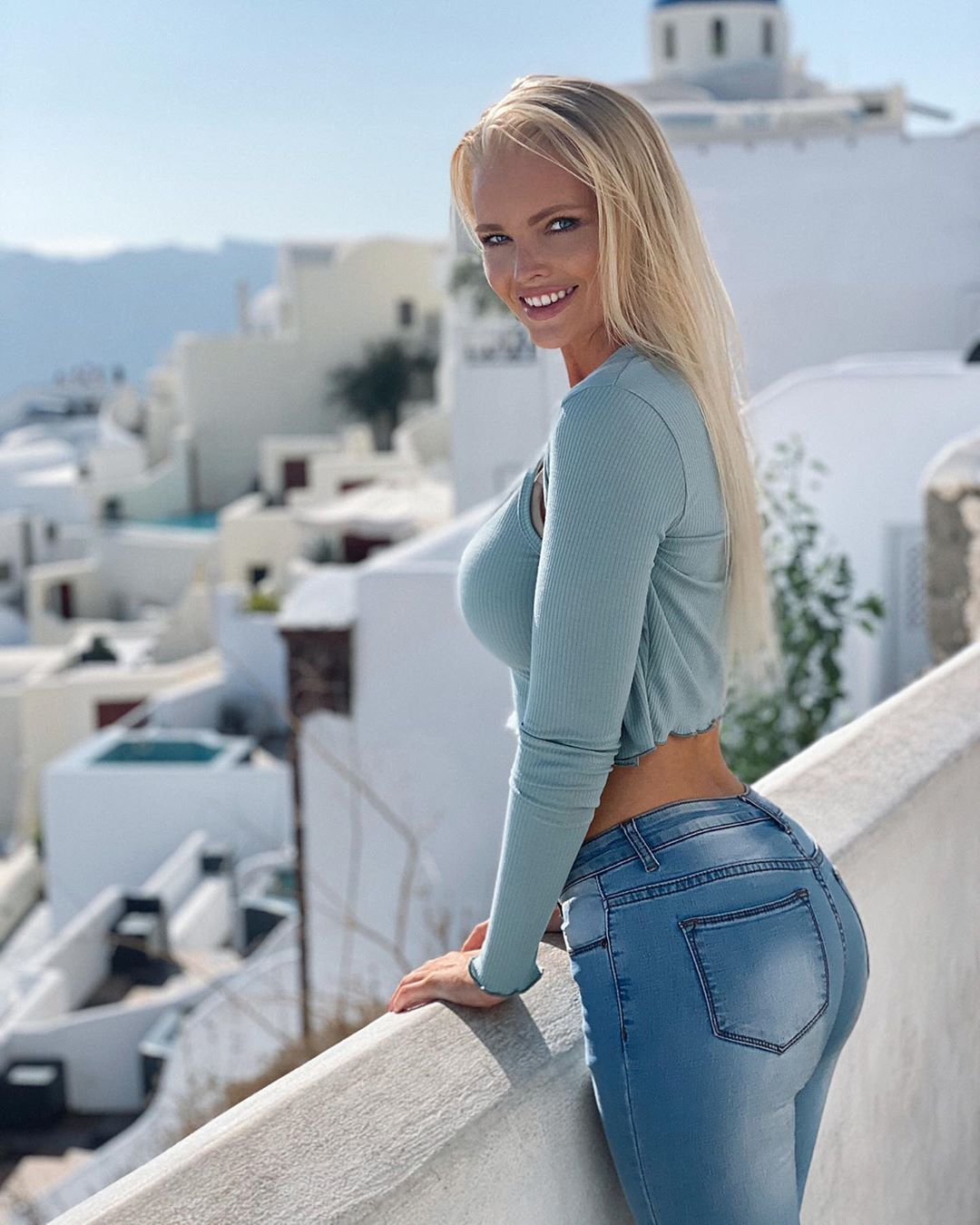 Zienna-Sonne-Williams-Wallpapers-Insta-Fit-Bio-2