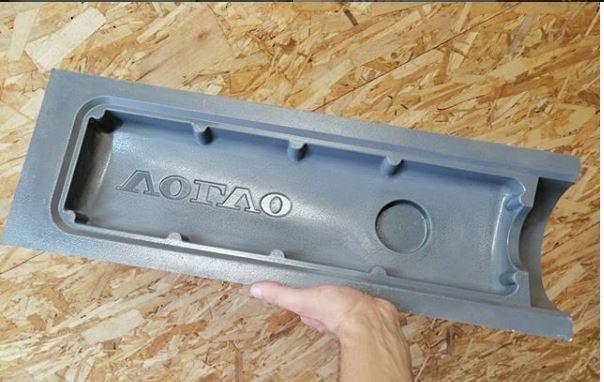 volvo-valve-cover-mold.jpg