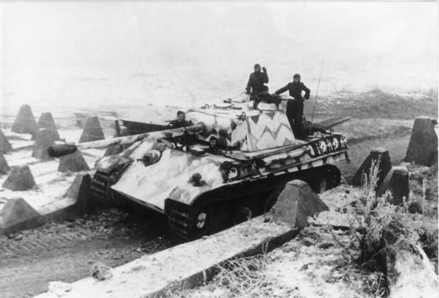 Panther-ausf-G-winter-camouflage