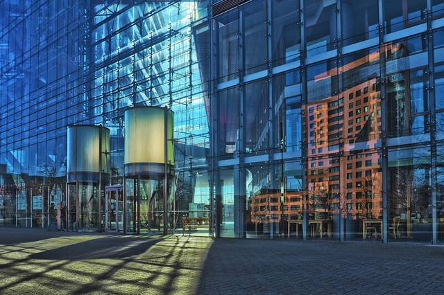 стеклянный фасад здания фото