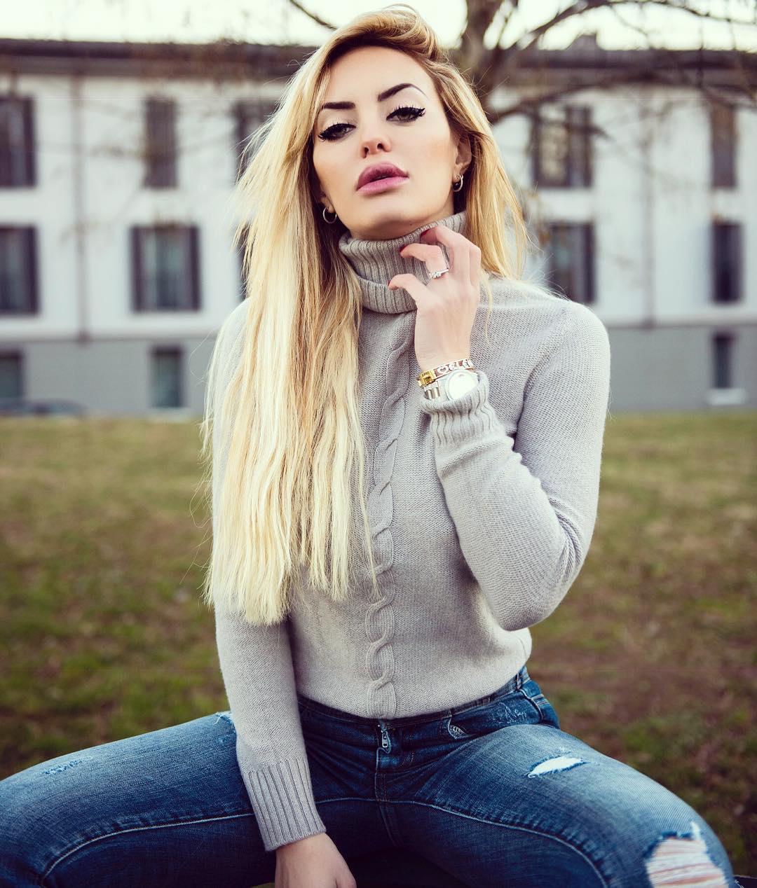 Elena-Morali-Wallpapers-Insta-Fit-Bio-2