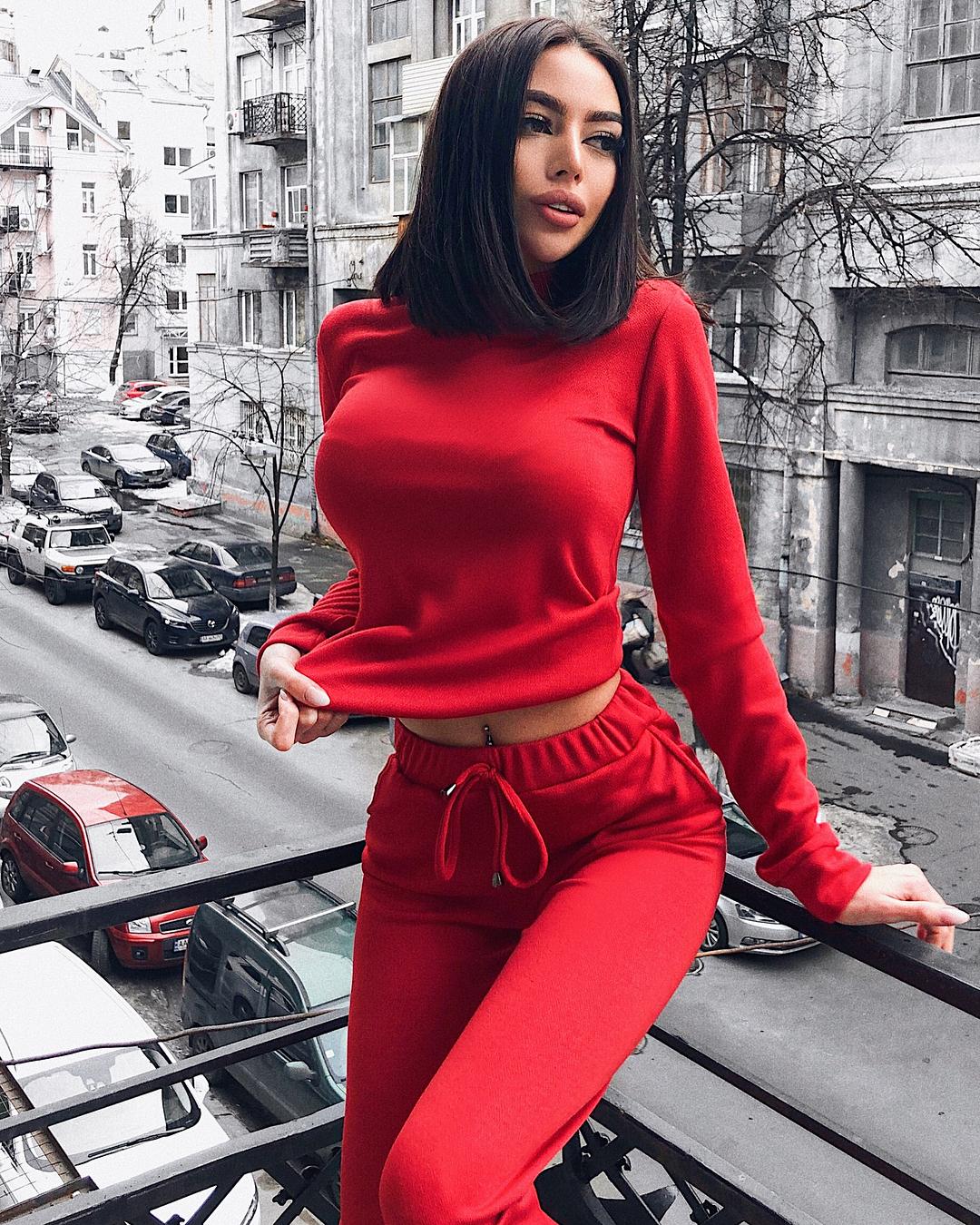 Alena-Omovych-Wallpapers-Insta-Fit-Bio-2