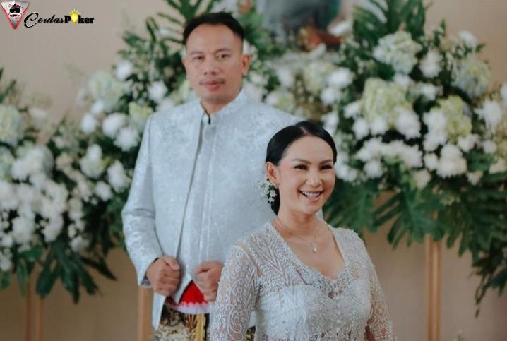 Anya Dwinov jadi MC di Pernikahan Vicky Prasetyo-Kalina