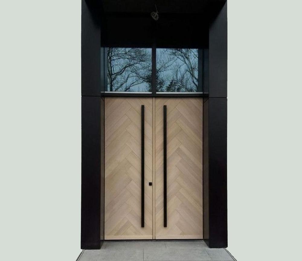 Desain Pintu dengan Kombinasi Jendela Kaca Diatasnya