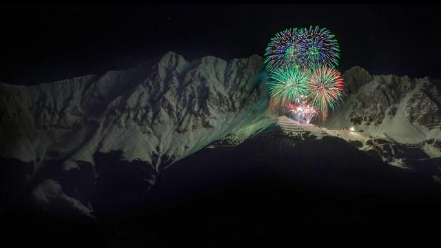 New-Year-fireworks-Alps-mountains-Austria-night-1920x1080