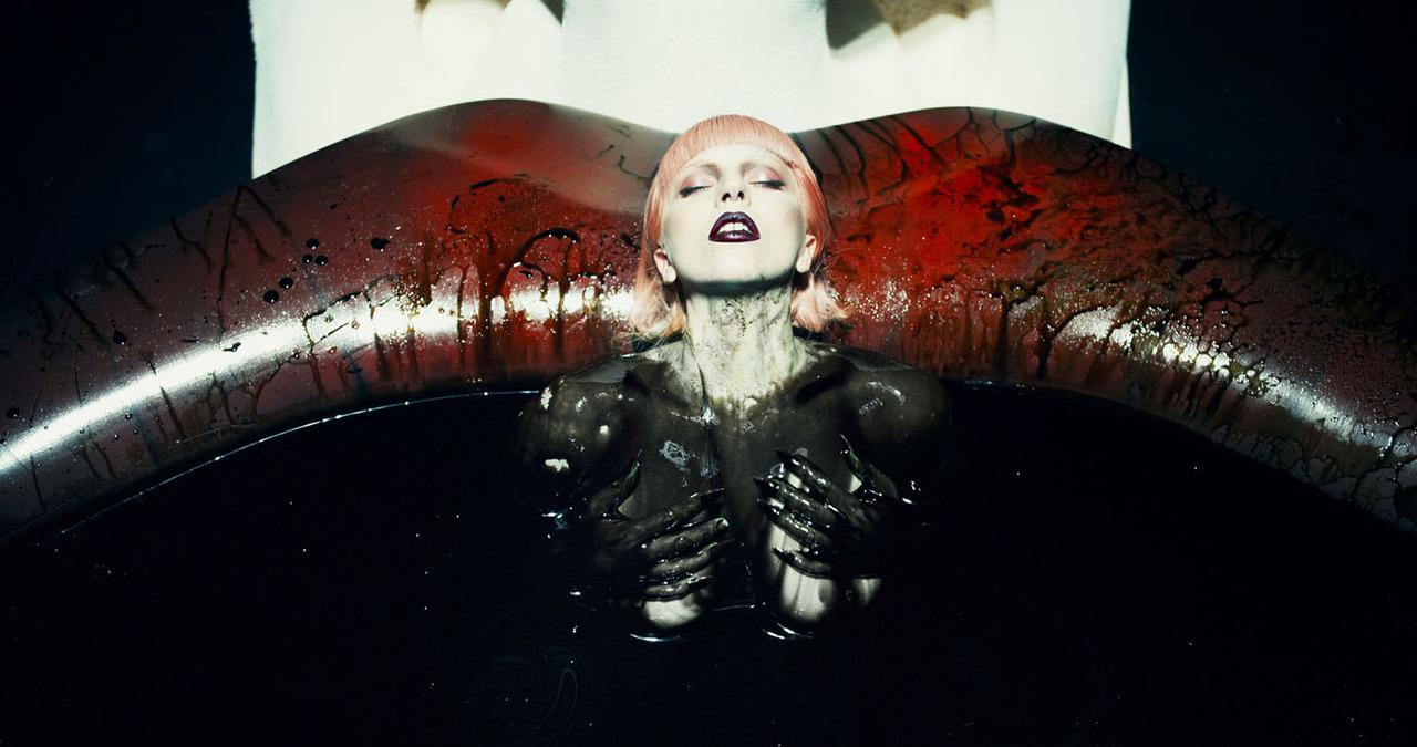 2012-The-Fame-lips.jpg