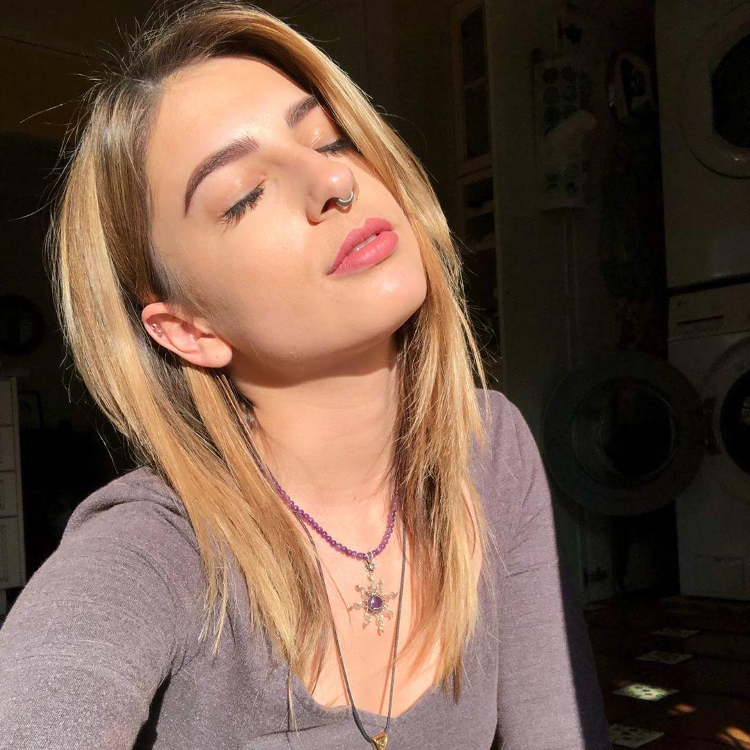 Kristen-Scott-Wallpapers-Insta-Fit-Bio-5