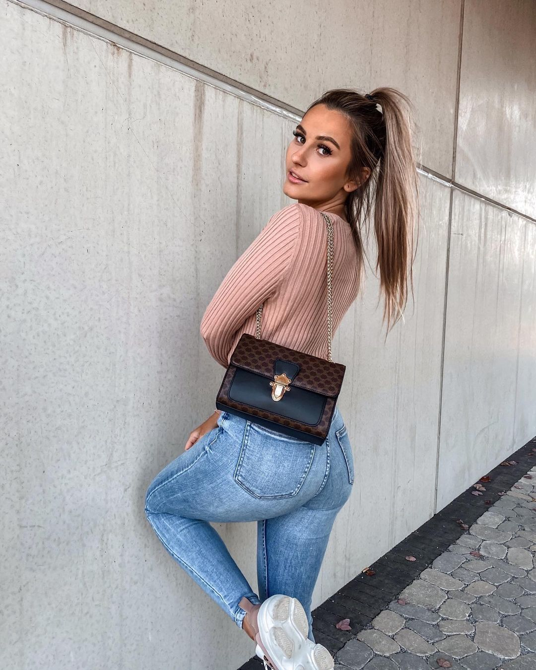Lisabe-Wallpapers-Insta-Fit-Bio-3