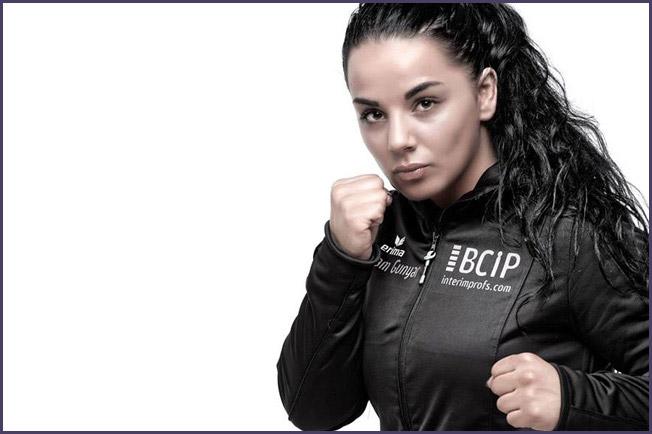 Състезателка на Bellator се оплака, че я уволнили без да й кажат