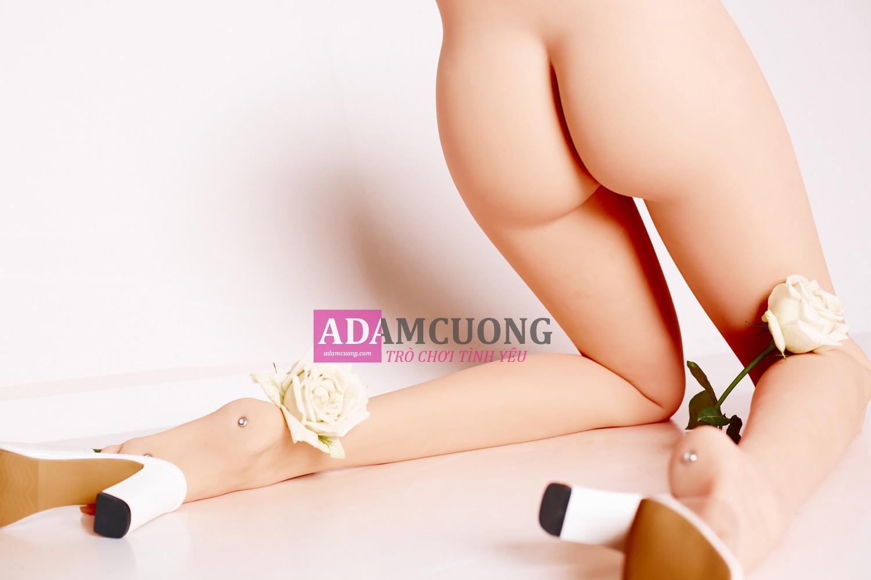 White-rose-Thin-Y-Leg-10