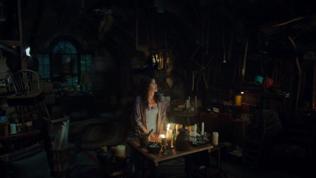 Charmed-2018-S01-B01-1080p-Dual-TR-AMZN-WEB-DL-DDP5-1-H-264-Uzayli-mkv-snapshot-04-20