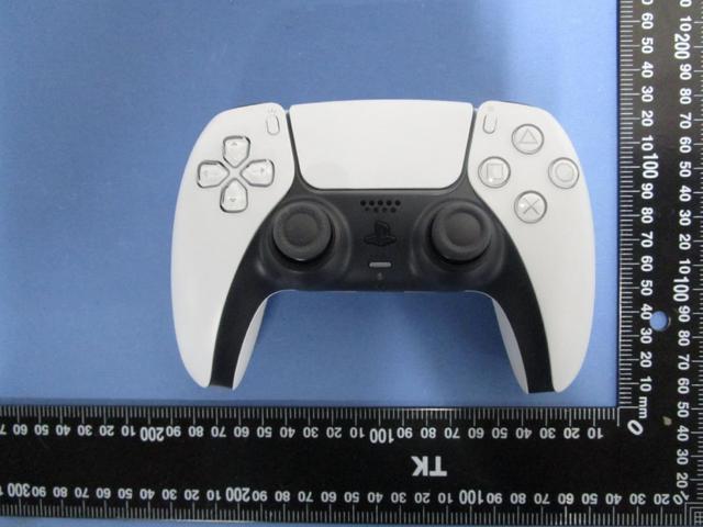 台灣NCC(通訊傳播委員會)網站公開了一組PS5 (型號:CFI-1018A)實機照片。 Image