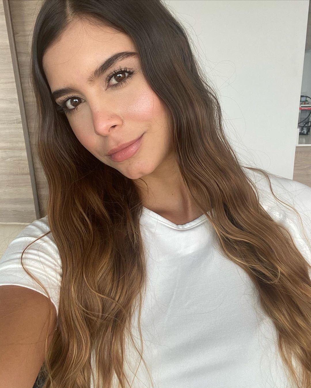 Daniela-Medina-Wallpapers-Insta-FIt-Bio-9