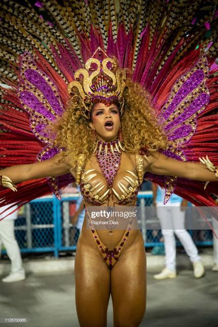 RIO-DE-JANEIRO-BRAZIL-MARCH-04-Bianca-Monteiro-dances-during-Portela-performance-at-the-Rio-de-Janei