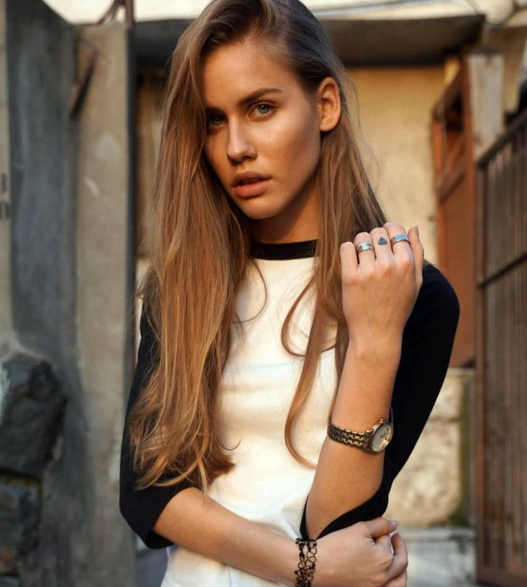 Alina-Efimova-Wallpapers-Insta-Fit-Bio-5