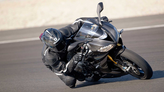 2020-triumph-daytona-moto2-765-8.jpg