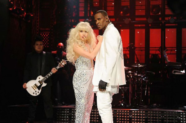 lady-gaga-rkelly-snl-650-430