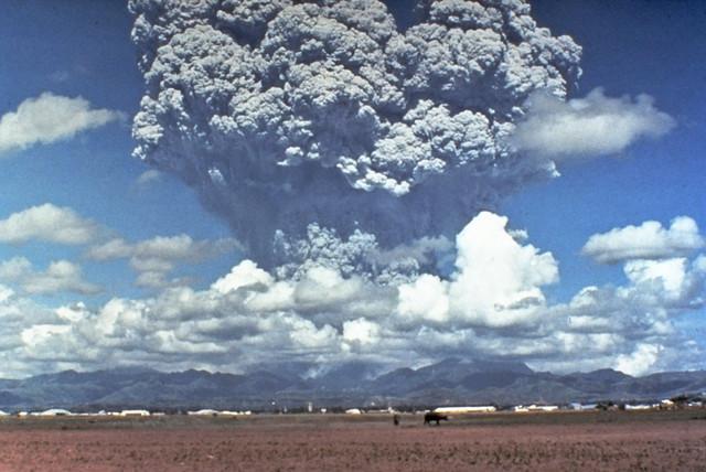 Pinatubo91eruption-plume