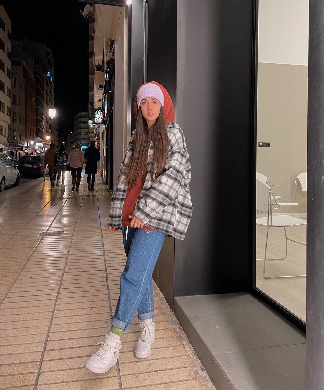 Andrea-Apalazon-Wallpapers-Insta-Fit-Bio-2