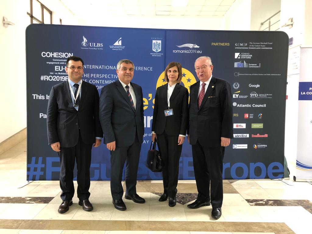 Romanya'da Dışişleri Bakan Yardımcısı Faruk Kaymakçı, Bükreş Büyükelçisi Fisun Aramaz, Elçilik Müsteşarı Can Yoldaş Dr. Akkan Suver ile bir aradalar.