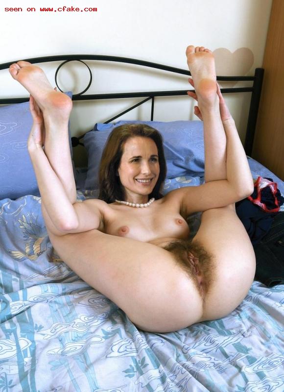 Andie MacDowell stripped selfie naked pics