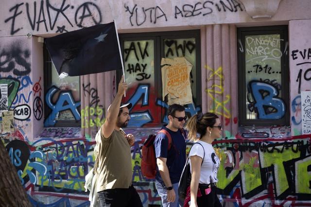 Chile-despert-un-tour-por-el-arte-callejero-inspirado-por-la-revuelta-AFP-2