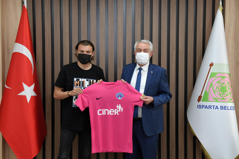 01-06-2021-futbolcu-yusuf-erdogan-baskan-ziyareti-1