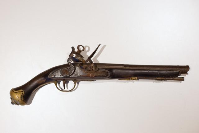 Une idée ? Ancien pistolet silex IMG-8630-Modifier