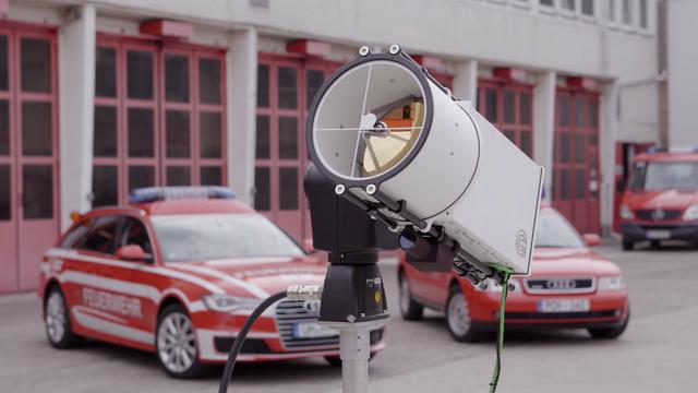 PCK-scanfeld-sensor-unit-vor-feuerwehrauto.png