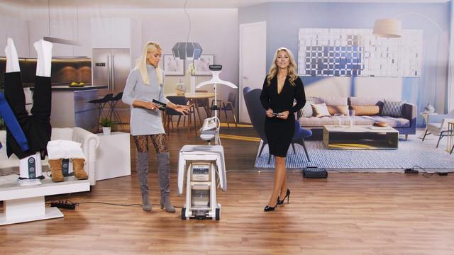 cap-Katie-Steiner-legt-ihre-F-e-hoch-beim-saugen-Bei-PEARL-TV-Oktober-2019-4-K-UHD-00-15-42-11