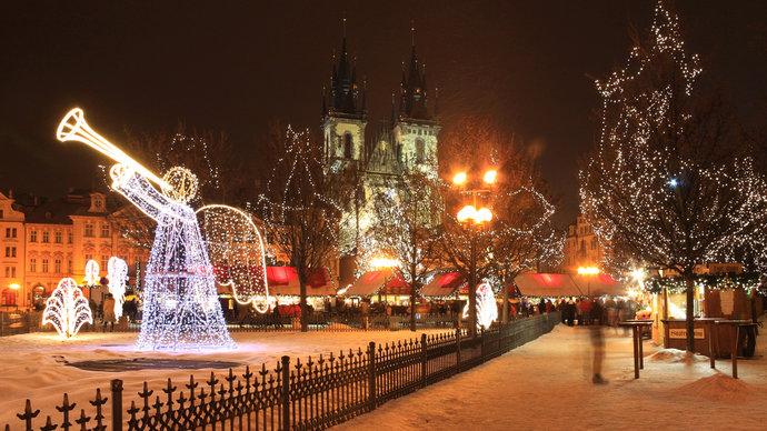 3145629-old-town-square-and-wenceslas-square-prague-czech-republic-v0