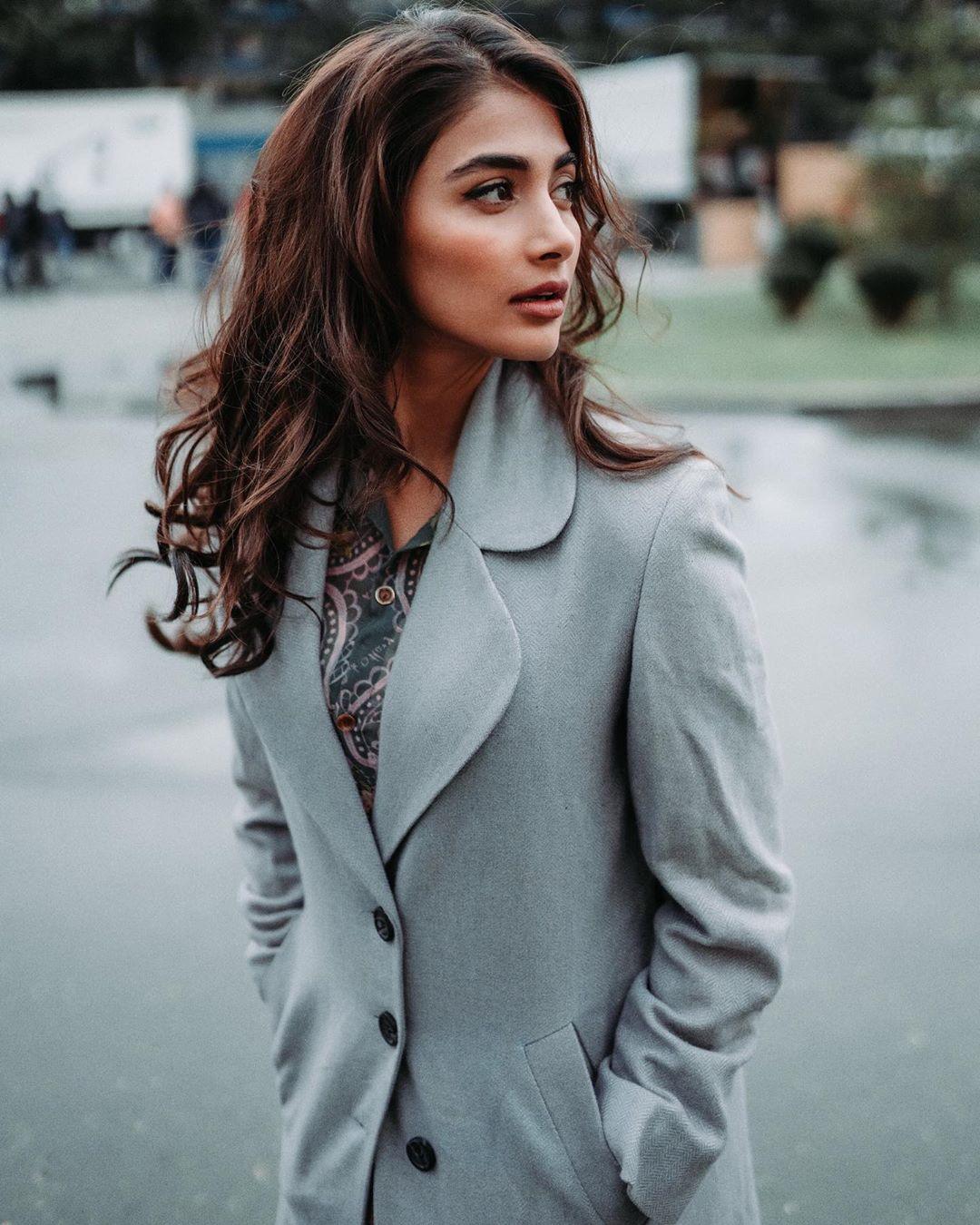 Pooja-Hegde-Wallpapers-Insta-Fit-Bio-11