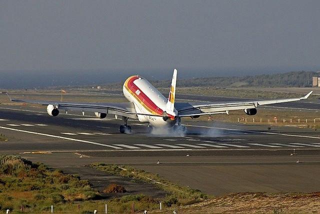 Aeropuerto-de-Gran-Canaria-avi-n-de-Iberia-Travelmarathon-es