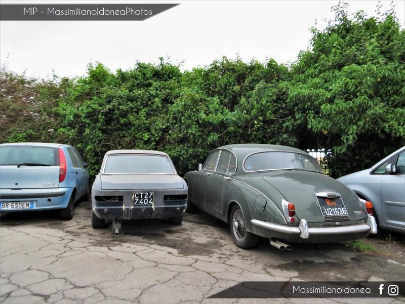 avvistamenti auto storiche - Pagina 21 Lancia-2000-Coup-71-CT277404-e-Jaguar-240-2-5-ROMAU21636