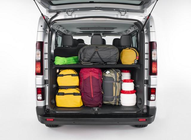 Le Nissan NV300 Combi Fait Peau Neuve New-NV300-Combi-Trunk-storage-2-1200x881